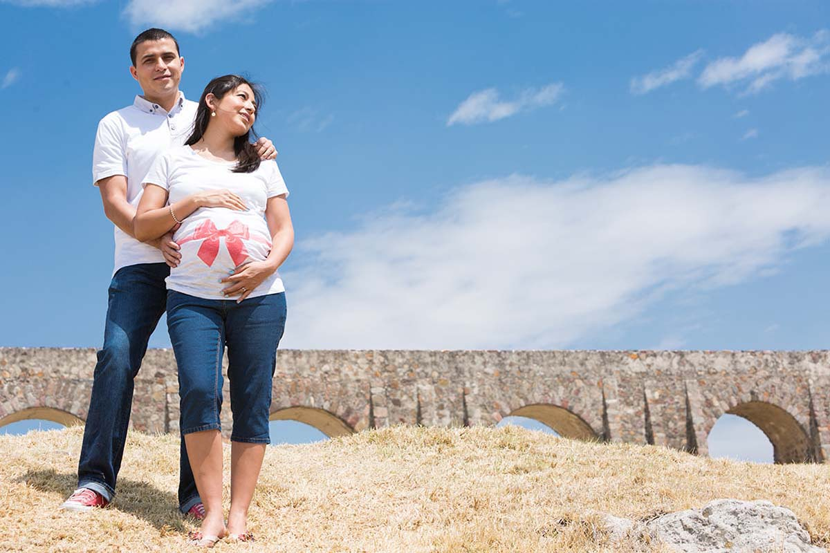 PARENTS TO BE - COLOR PORTRAIT BY HOMERO ALEMAN PHOTOGRAPHY - MATERNITY SESSION