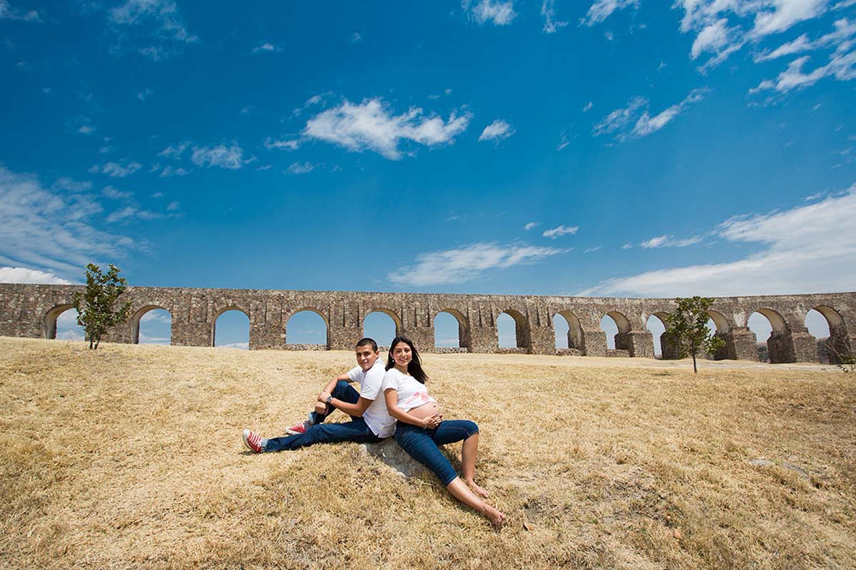 MATERNITY SESSION AT ARCOS DEL SITIO BY HOMERO ALEMAN PHOTOGRAPHY