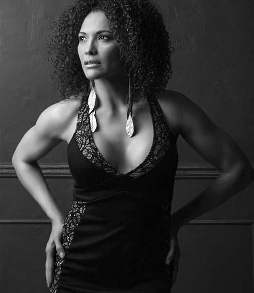 WOMEN BLACK AND WHITE FINE ART PORTRAIT BY HOMERO ALEMAN PHOTOGRAPHY